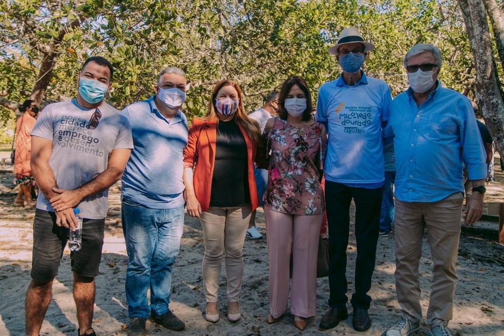 Prefeito de Cabo Frio, vice-prefeita e secretários participaram da solenidade de inauguração da nova sede do Parque Natural Municipal do Mico-Leão-Dourado — Foto: Divulgação
