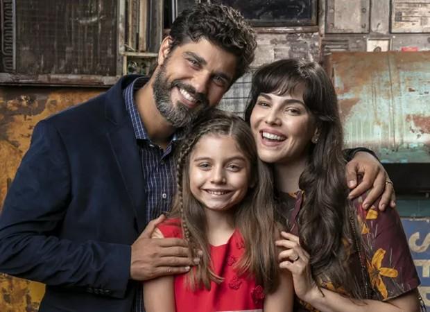 Bruno Cabrerizo, Melissa Nóbrega e Tainá Müller nas gravações de O Natal Perfeito (Foto: Sergio Zalis/TV Globo)