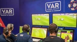 O VAR chegou para acabar com as injustiças no futebol, mas suas decisões são misteriosas