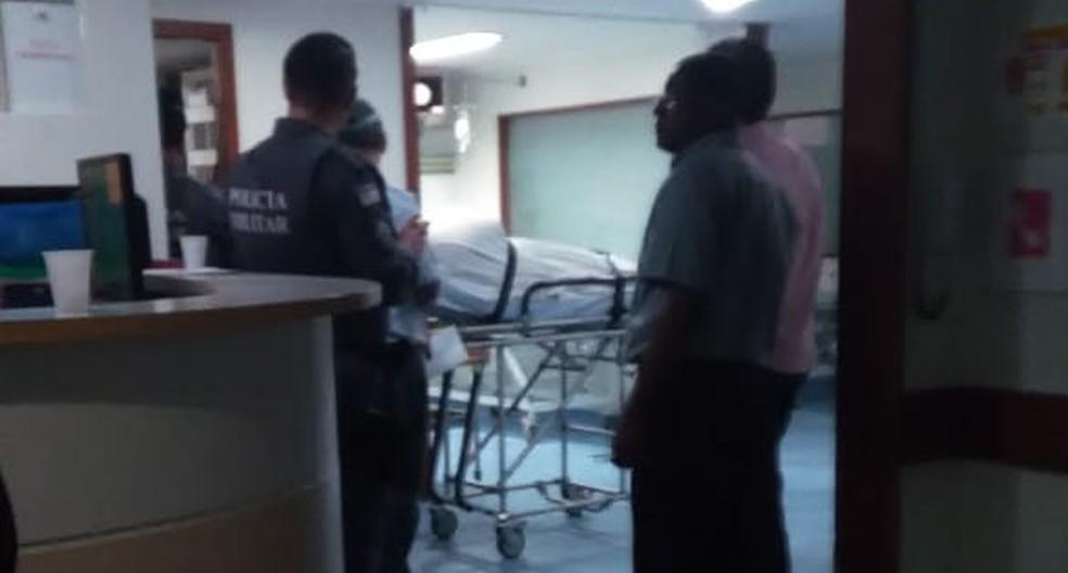Policial que deu tiros dentro de hospital é transferido — Foto: Vc no ESTV