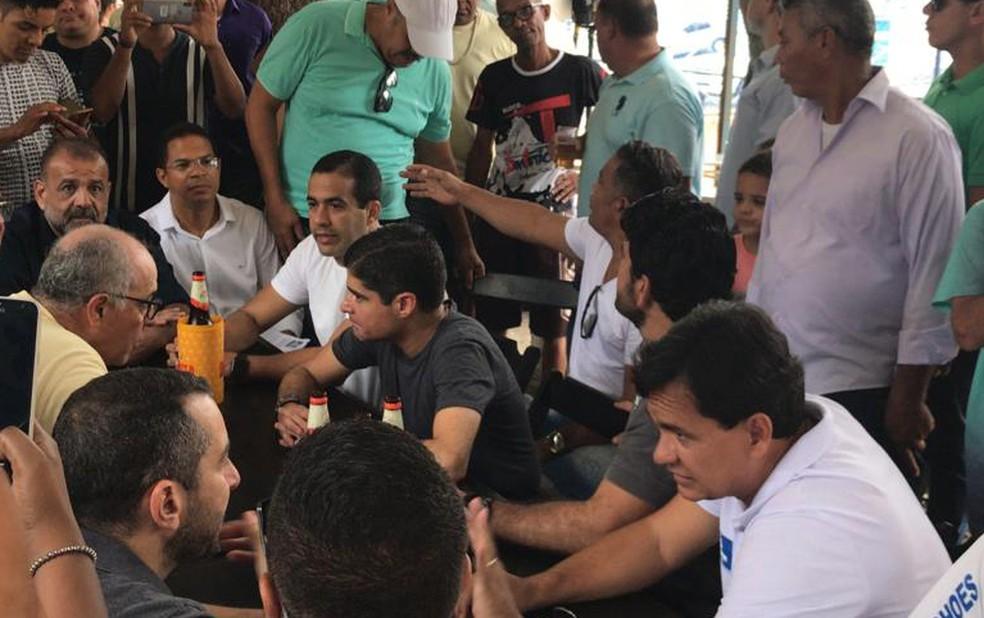 Prefeito ACM Neto divulgou nova tarifa de ônibus em evento realizado neste sábado, na Estrada da Rainha — Foto: Juliana Cavalcante/TV Bahia