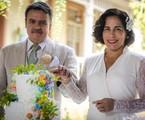 Lola e Afonso cortam o bolo de casamento em 'Éramos seis' | Paulo Belote/TV Globo
