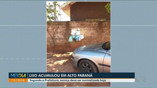 Caminhão quebra e lixo acumula em Alto Paraná