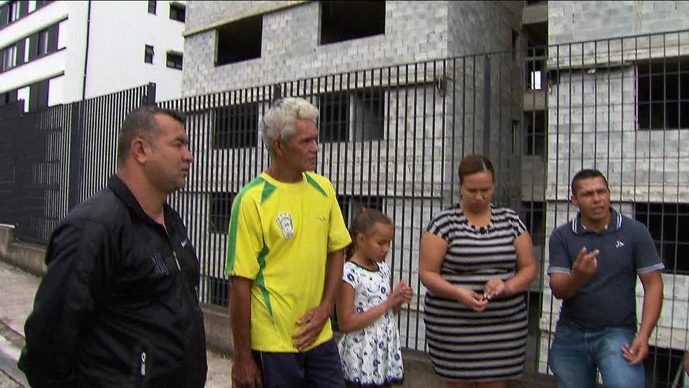 Famílias aguardam a conclusão de obras em São Bernardo do Campo (Foto: TV Globo/Reprodução)