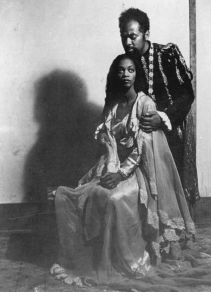 Abdias do Nascimento e Ruth de Souza na peça 'Othelo', em 1949