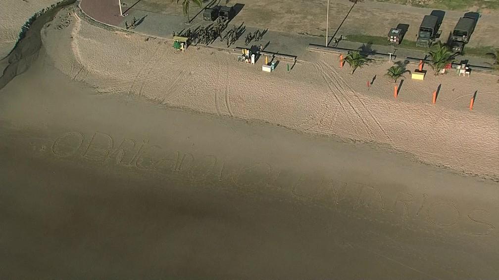 Praia de Itapuama amanhece com mensagem de agradecimento na areia após retirada do óleo — Foto: Reprodução/TV Globo