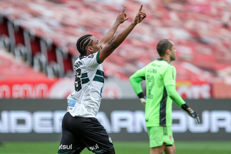 SAbino Coritiba  — Foto: Fernando Machado/AGIF