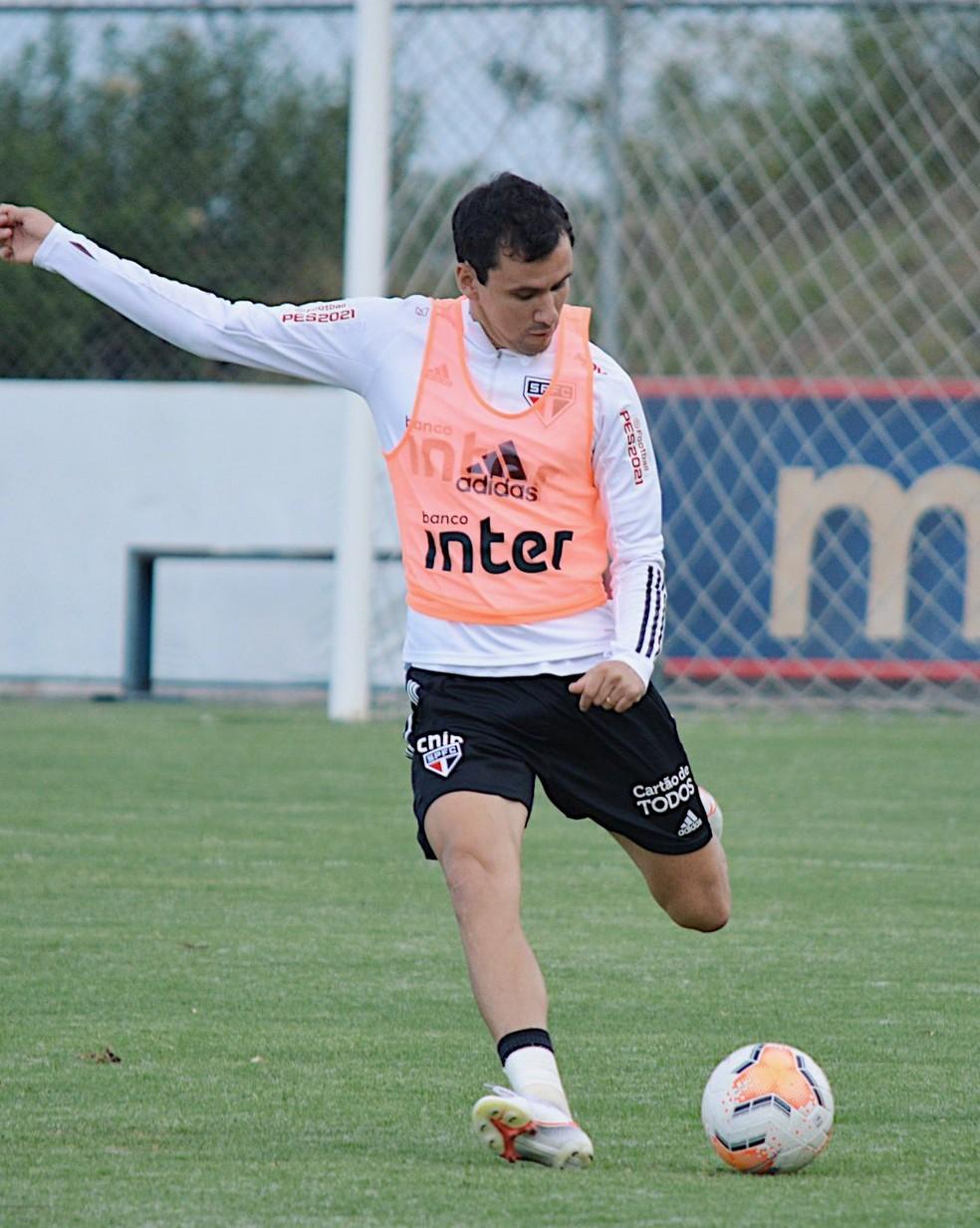 Pablo no treino do São Paulo no Equador — Foto: Erico Leonan / saopaulofc.net