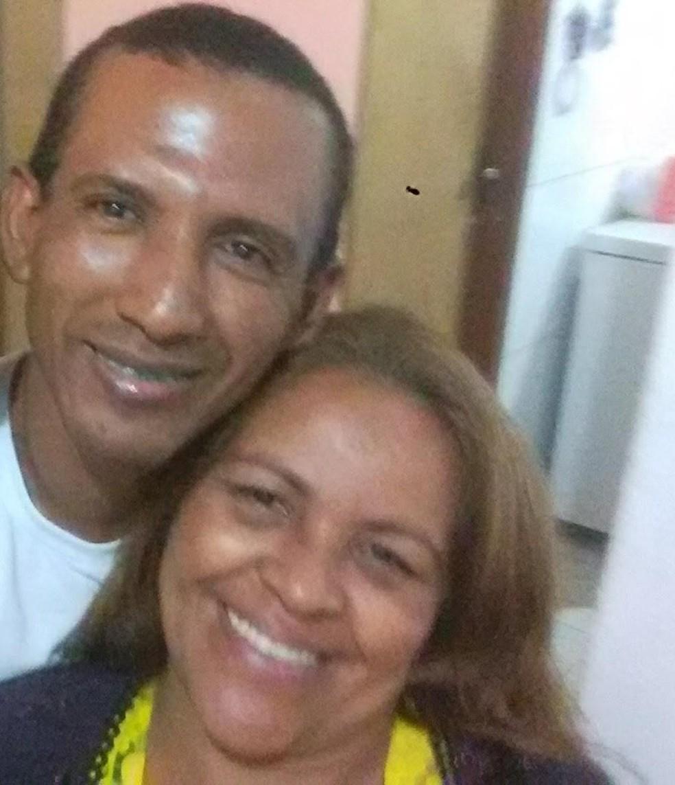 Maria dos Santos Gaudêncio, vítima de feminicídio no DF, em foto com o namorado que é o principal suspeito pelo crime — Foto: Polícia Civil/ Divulgação