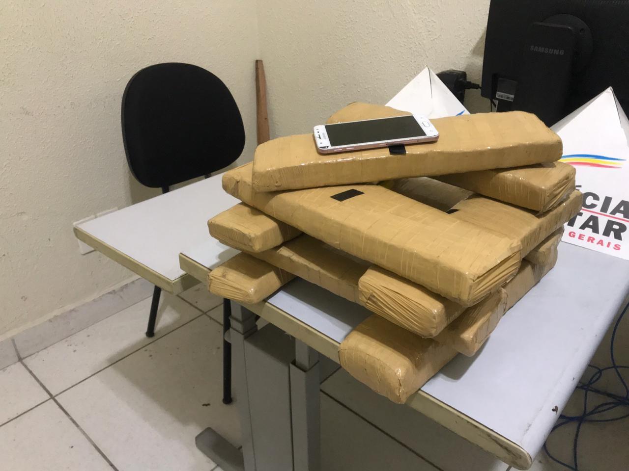 Mulher é presa com nove barras de maconha dentro de uma mala em Governador Valadares