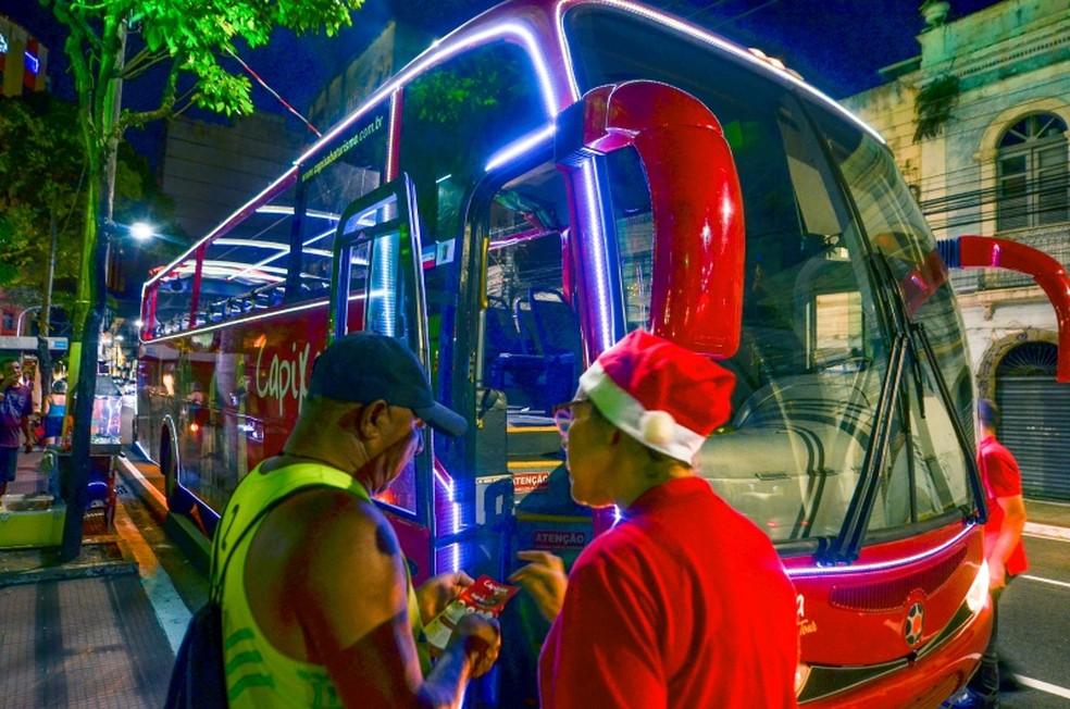 Ônibus também ganhou iluminação especial em Vitória — Foto: Leonardo Silveira/ Prefeitura de Vitória