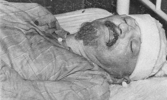 O líder da Revolução Russa, Leon Trotsky, morto após golpeado na cabeça