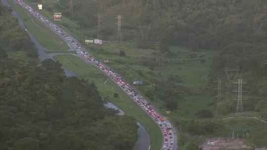 Após feriado de São João, rodovia BR-232 tem tráfego intenso em direção ao Grande Recife