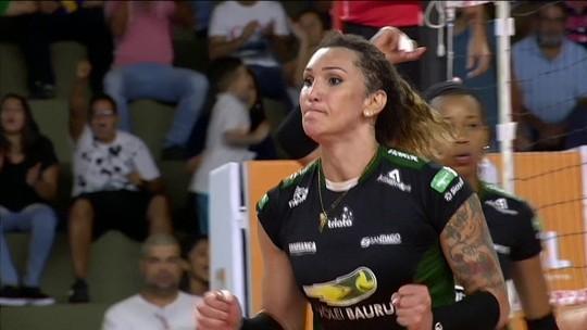 """Comentarista: Tiffany está """"totalmente dentro do padrão"""" da Superliga feminina"""