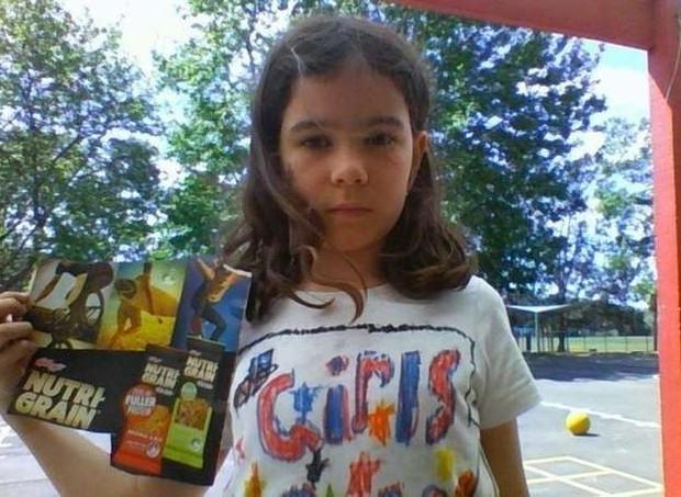 Daliah mostra a foto que a deixou revoltada e considerou injusta (Foto: change.org)