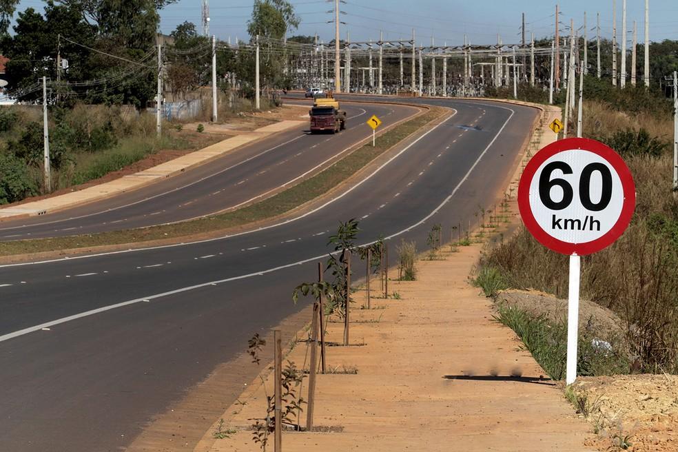 Projeto de mobilidade urbana, as obras de duplicação da Avenida Mário Andreazza, em Várzea Grande (região metropolitana de Cuiabá), também estavam incluídas no cronograma para a Copa. — Foto: Edson Rodrigues / Secopa