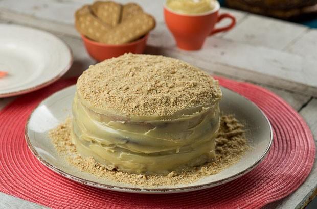 Coberto com farofa de bolacha maisena, bolo de brigadeiro branco e preto é sucesso (Foto: Divulgação)
