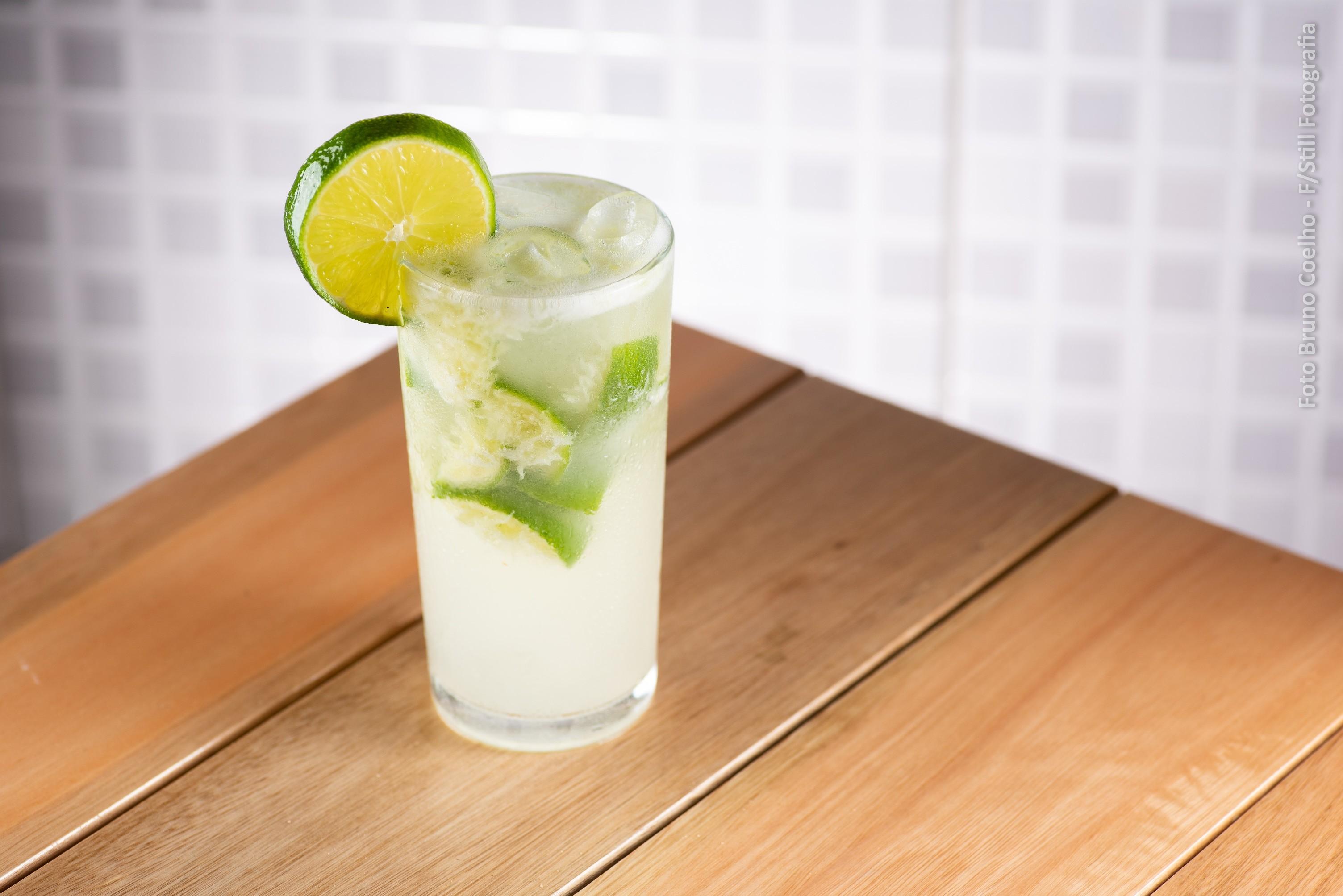 Para reduzir plástico, bar oferece desconto em caipirinha a cliente que levar o próprio copo - Notícias - Plantão Diário