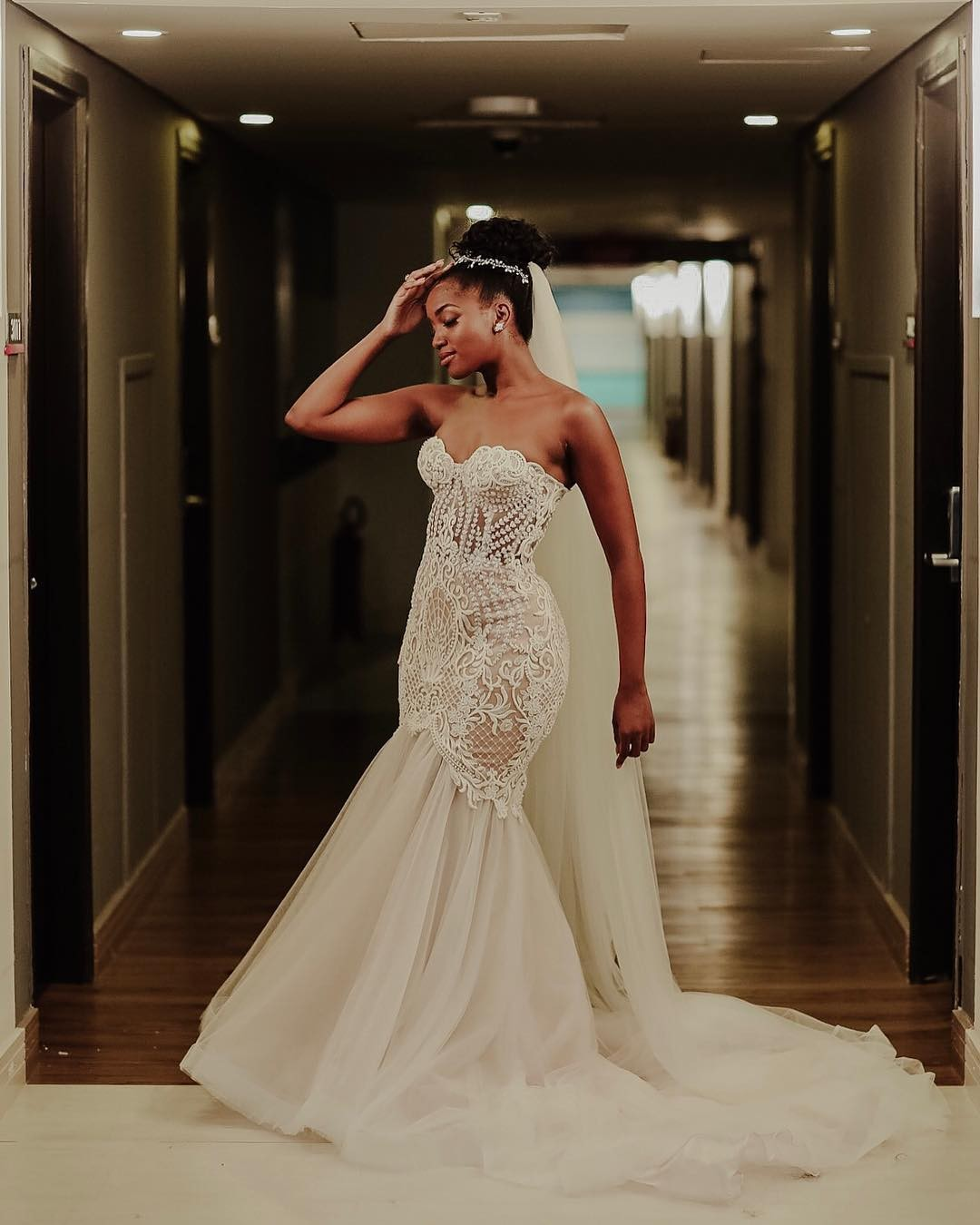 A noiva usou um vestido desenhado pela estilista Giulia Borges (Foto: Reprodução Instagram)