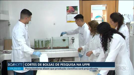 Mais de 160 bolsas de pós-graduação vão ser cortadas ou congeladas da UFPR até o fim de 2019, diz Capes