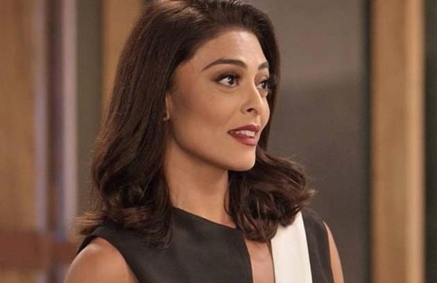 Na terça (11), Carolina (Juliana Paes) decidirá revelar tudo sobre a aposta para Eliza (Marina Ruy Barbosa) (Foto: TV Globo)