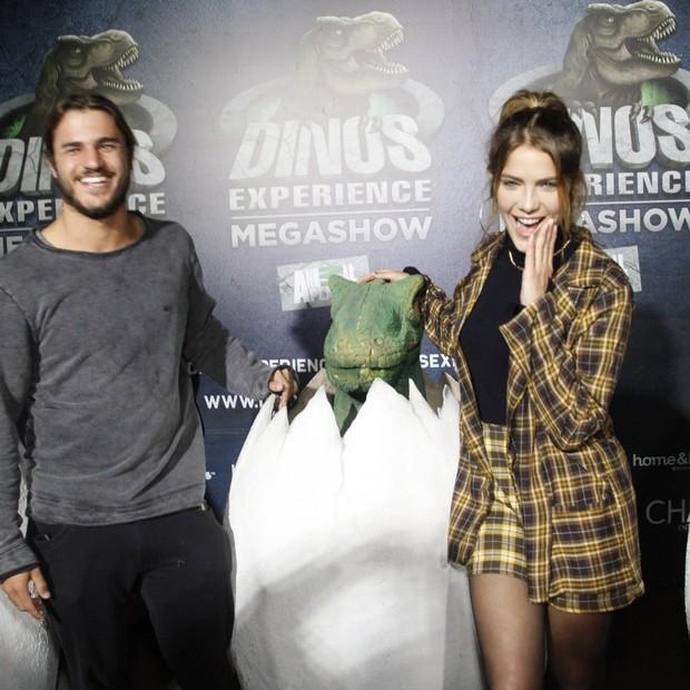 Isabella Santoni com o namorado, Caio Vaz (Foto: Brazil news / Marcos Fereira)