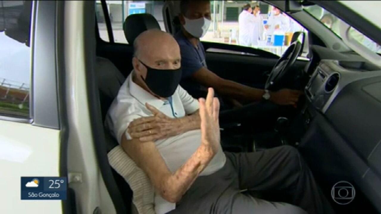 Zagallo é vacinado contra Covid-19 no Rio