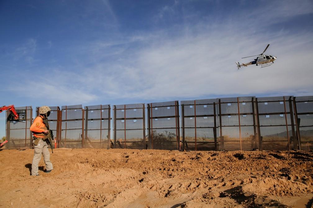 Imagem da construção do muro na fronteira entre os EUA e o México, em 8 de janeiro de 2021 — Foto: Jose Luis Gonzalez/Reuters
