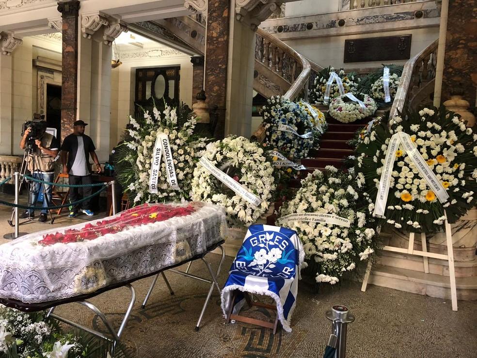 Corpo do deputado é velado no hall principal da Alerj — Foto: Carlos Brito / G1