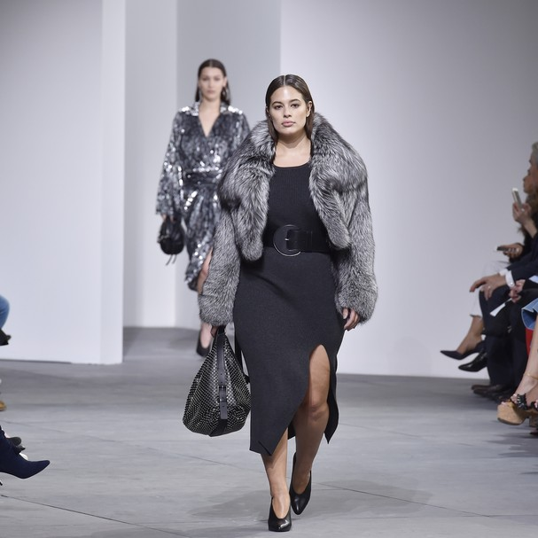 Ashley Graham na passarela de Michael Kors (Foto: Getty Images)