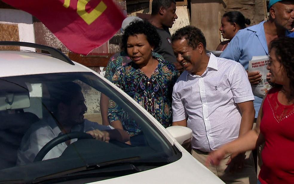 A candidata Vera Lúcia (PSTU) visitou ocupação popular na Zona Sul de São Paulo (Foto: TV Globo/Reprodução)