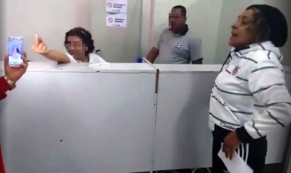 Outros pacientes filmaram quando funcionária fez gesto na UPA de Itanhaém (Foto: Arquivo Pessoal)