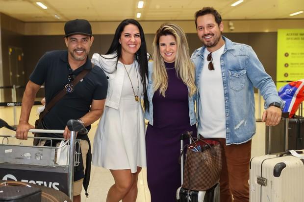 Zezé Di Camargo, Graciele Lacerda, Larissa Laibida y Donny De Nuccio desembarcan en el aeropuerto de São Paulo (Foto: Manuela Scarpa / Brazil News)