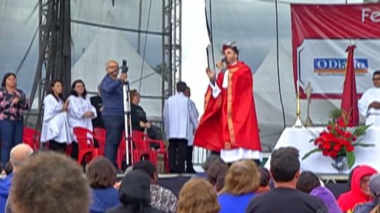 Missa campal reúne voluntários  e devotos na quermesse da Festa do Divino de Mogi