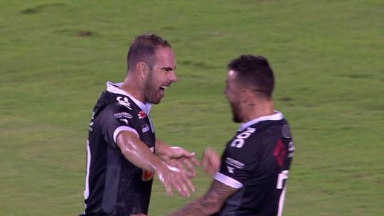 """Bruno César festeja primeiro gol pelo Vasco: """"Tira um peso nas costas"""""""