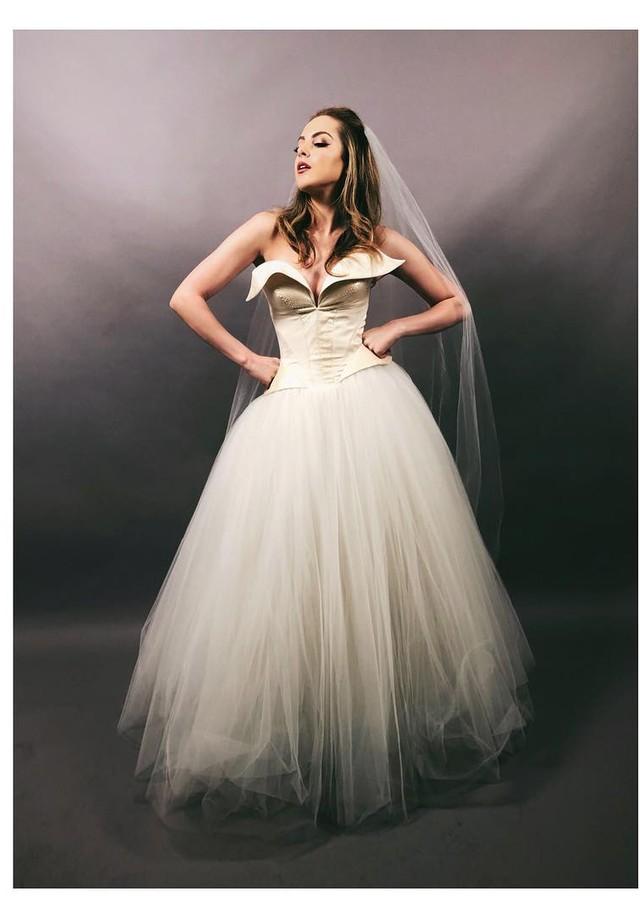 Fallon Carrington de noiva (Foto: Reprodução/ Instagram)