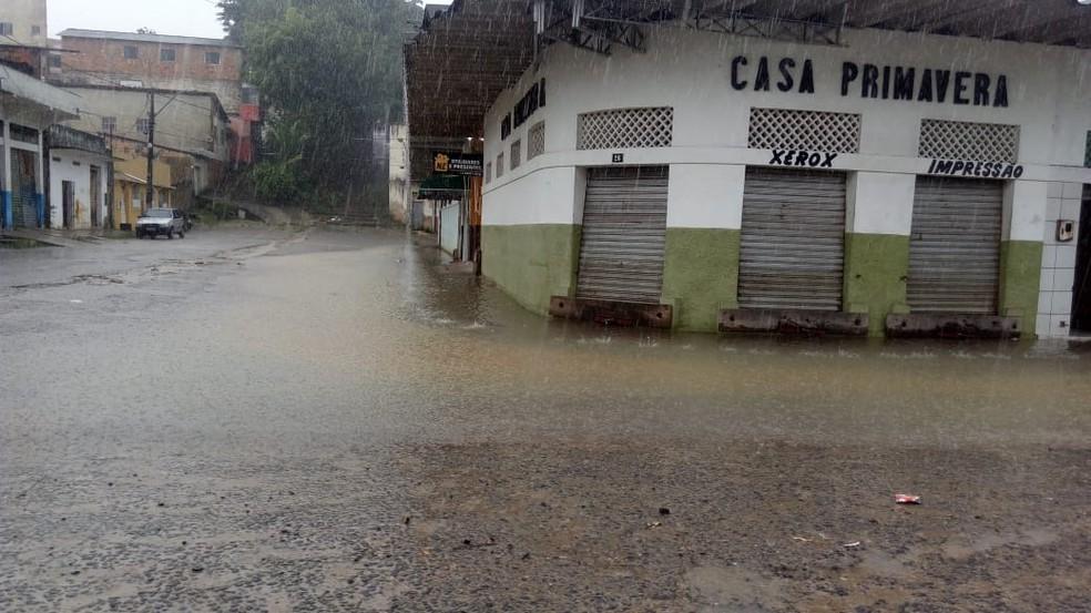 Chuva forte deixa ruas de cidade no sul da Bahia alagadas — Foto: Divulgação/Defesa Civil