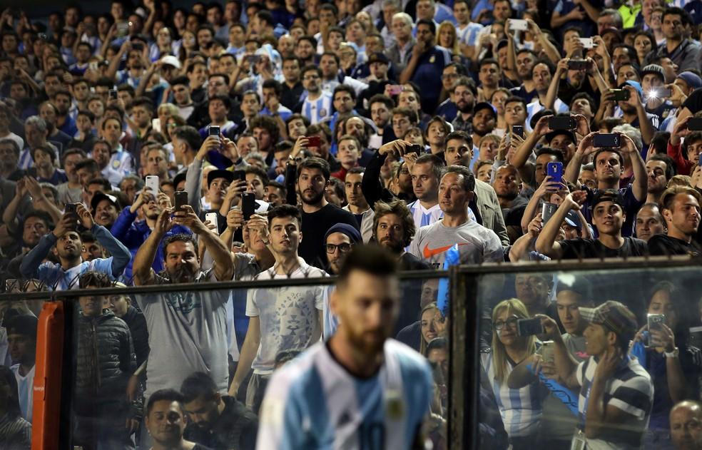 O mundo de olho em Messi: craque cinco vezes eleito melhor do mundo corre risco de não ir à Copa do Mundo (Foto: Reuters)