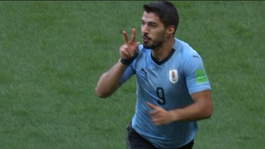 Com ajuda do goleirão saudita, Suárez faz o gol da vitória do Uruguai; veja