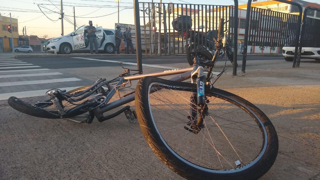 Ciclista fica ferido após ser atingido por moto e arremessado em Campinas