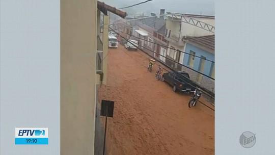 Pelo menos 50 famílias sofrem prejuízos com alagamento após chuva em Soledade de Minas, MG