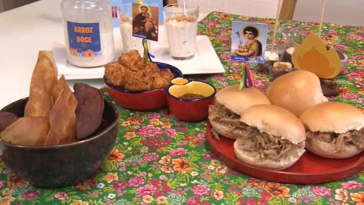 Buffet oferece kit para festa junina dentro de casa thumbnail