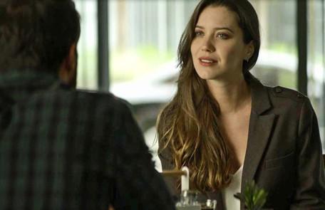 Na terça (8), depois de descobrir que Maria da Paz (Juliana Paes) tem uma grande dívida, Fabiana (Nathalia Dill) irá denunciar a boleira para os seus credores  Reprodução
