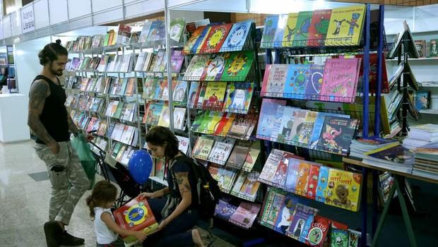 As vendas de livros no Brasil caíram 18% em volume e 19% (valor) na comparação entre o primeiro bimestre de 2018 e de 2019  (Foto: Arquivo/Wilson Dias/Agência Brasil)