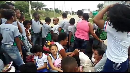 Vídeo flagra transporte de alunos da rede pública em carroceria de caminhão em cidade da Bahia