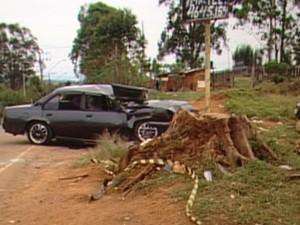 Carro disputava racha quando derrapou e atingiu as vítimas. (Foto: Reprodução/TV Diário)