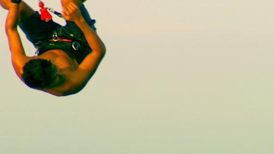 Kitesurfista salta cartão-postal na meca do esporte pela primeira vez