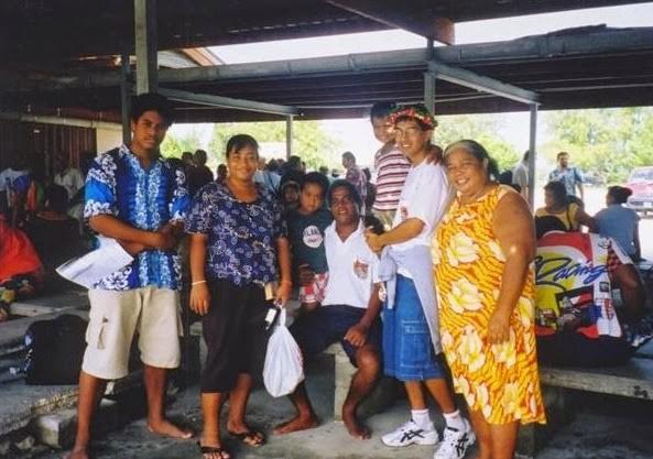O professor trabalha como voluntário nas ilhas do Kiribati (Foto: Divulgação)