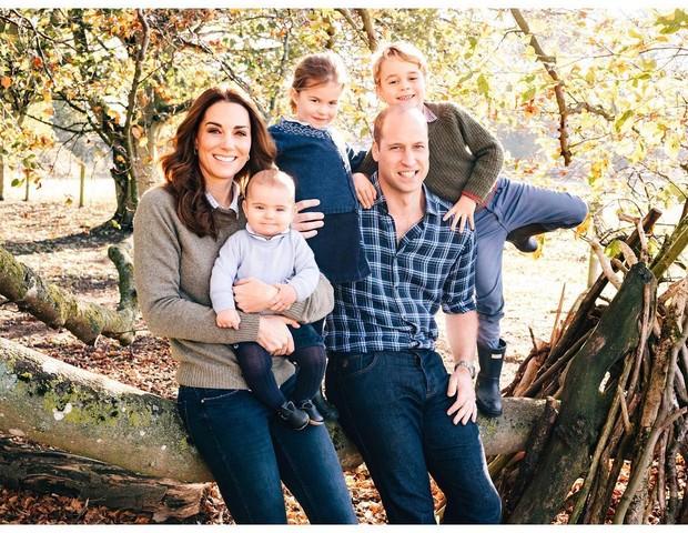 A Família da duquesa Kate Middleton e o príncipe William desejam a todos um Feliz Natal! (Foto: Reprodução Instagram / )