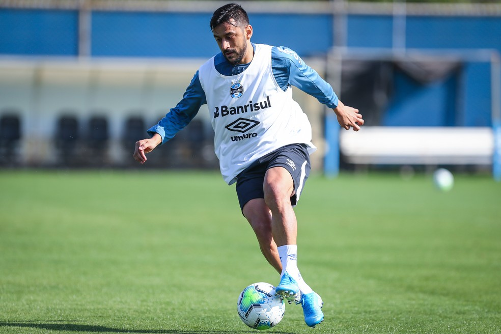 Robinho em treino do Grêmio — Foto: Lucas Uebel/Grêmio